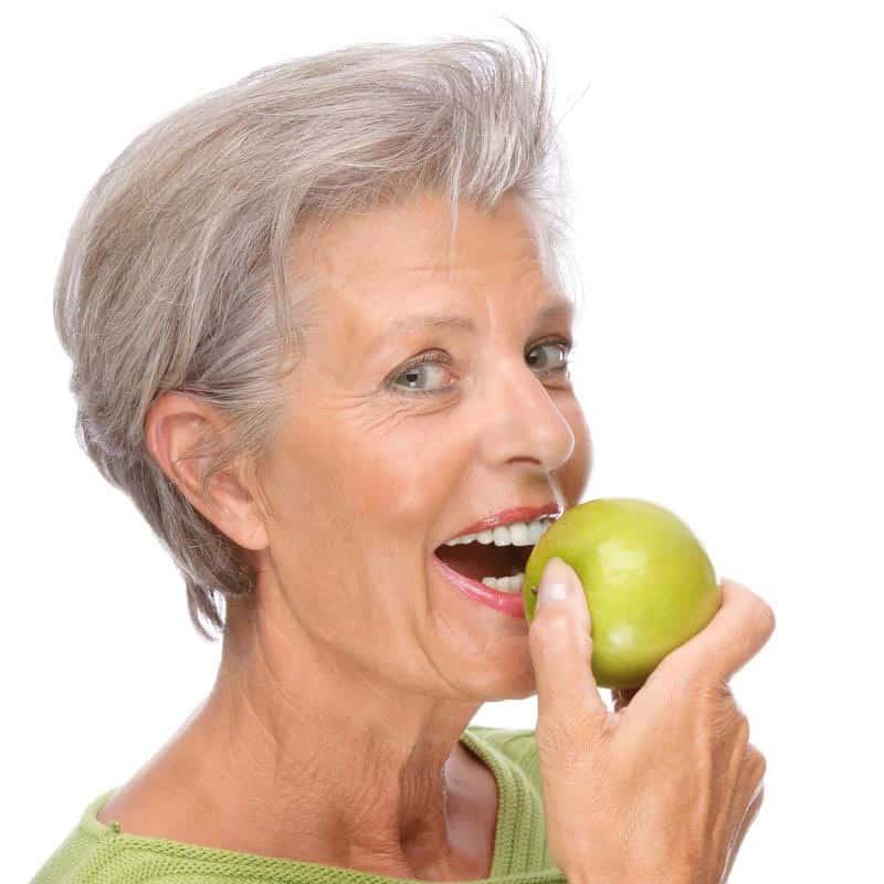 женщина-старшия-яблока-18893305